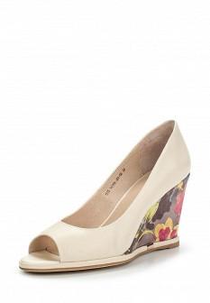 Женские молочные кожаные туфли на каблуке