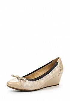 Женские бежевые кожаные лаковые туфли на каблуке