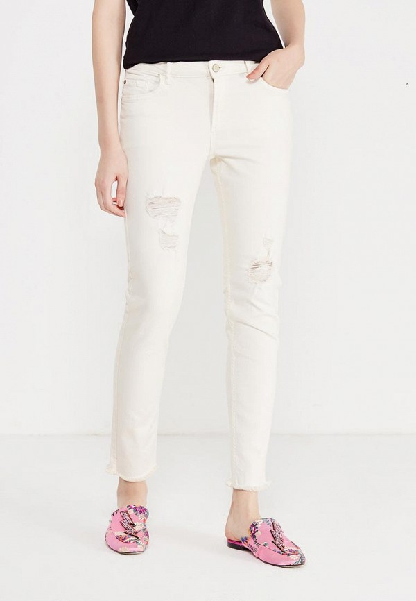 Фото - женские джинсы Mango белого цвета