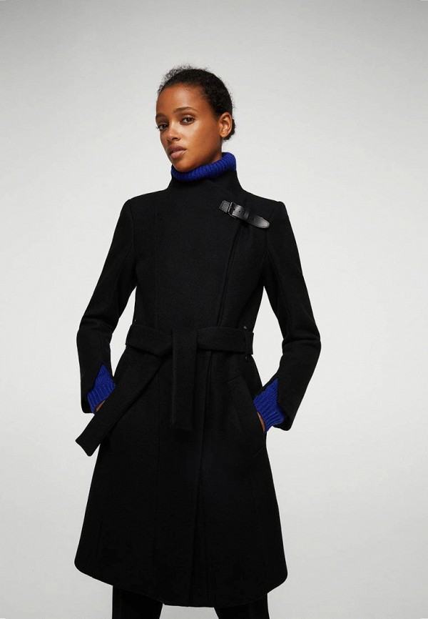 Фото - женское пальто или плащ Mango черного цвета
