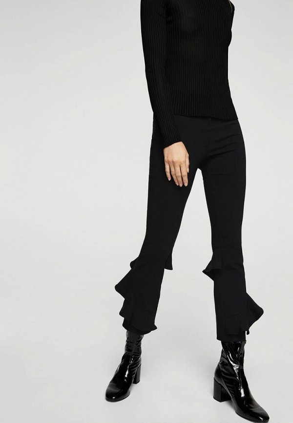 Фото - женские брюки Mango черного цвета