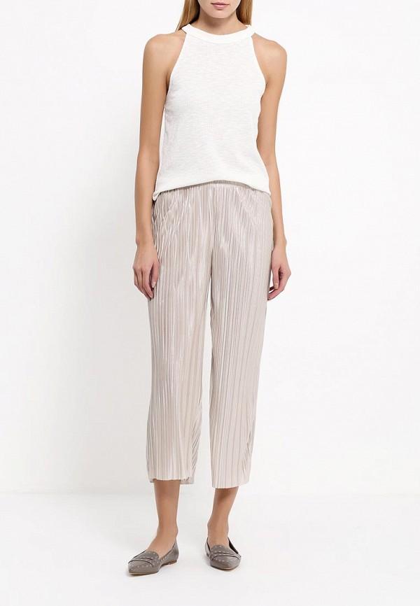 Фото 2 - женские брюки Topshop бежевого цвета