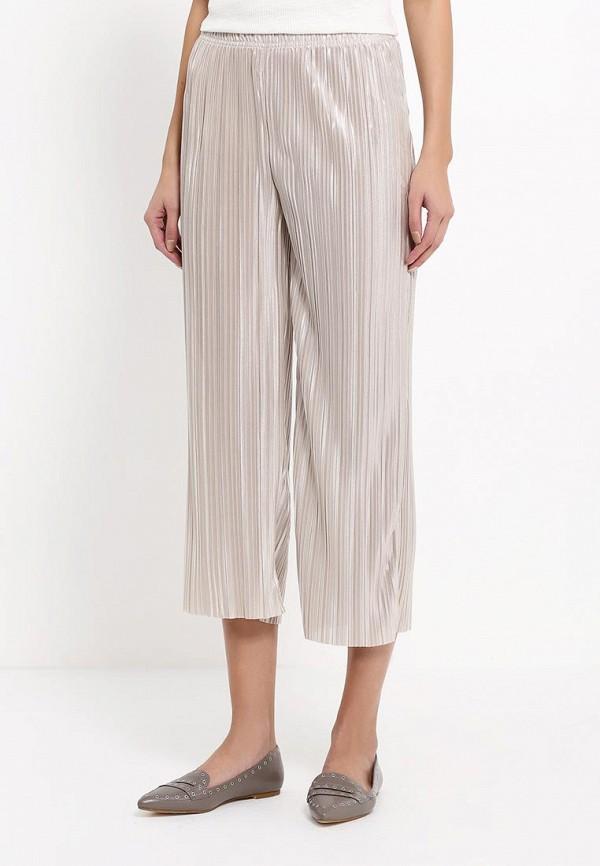 Фото 3 - женские брюки Topshop бежевого цвета