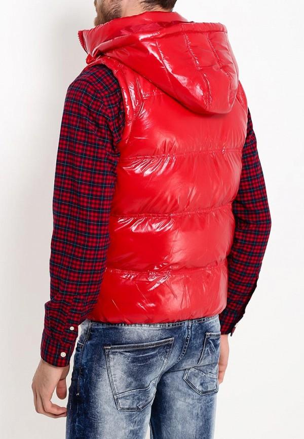 Фото 4 - Жилет утепленный Young & Rich красного цвета