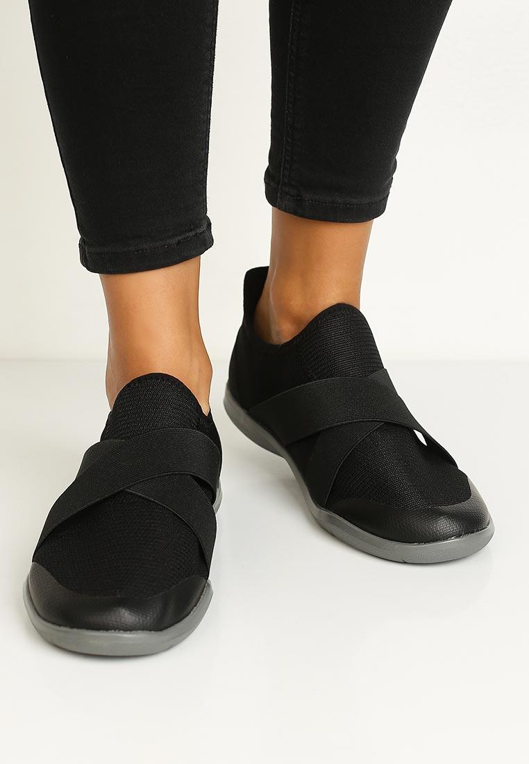 Женские кроссовки Crocs (Крокс) 204887-001: изображение 5