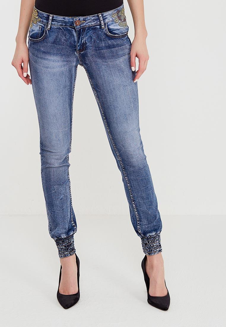 Зауженные джинсы Desigual (Дезигуаль) 18SWDD24