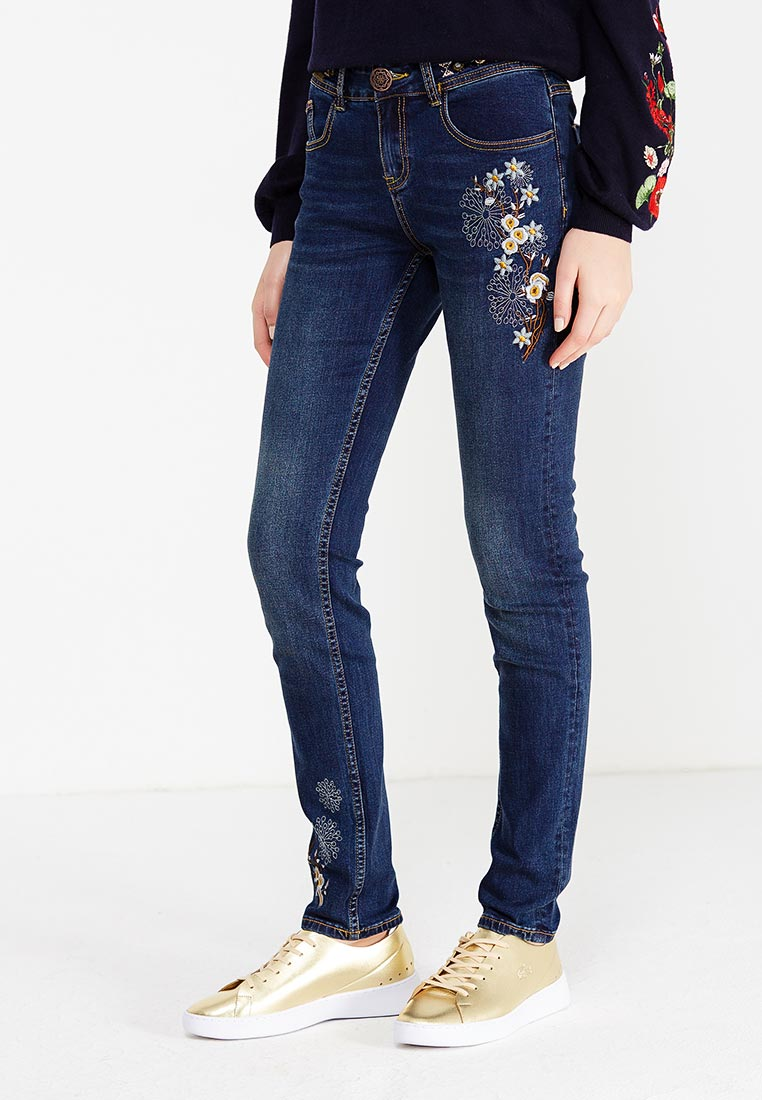 Зауженные джинсы Desigual (Дезигуаль) 17WWDD10