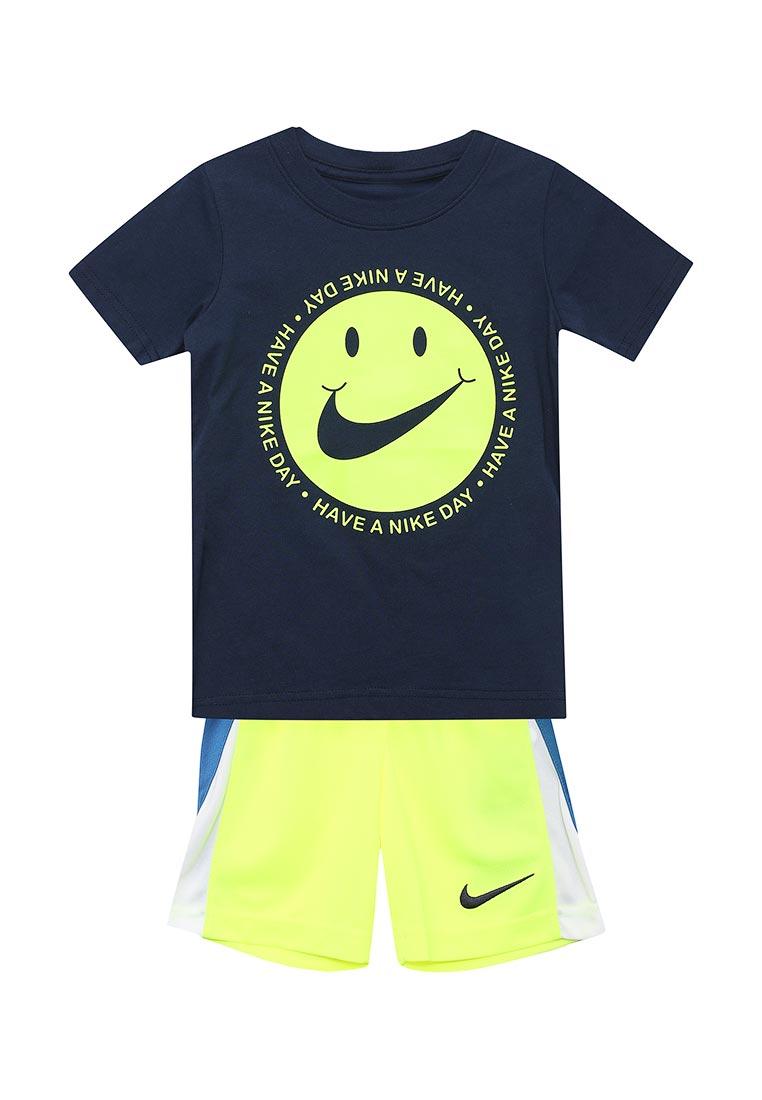 Спортивный костюм Nike (Найк) 76C995-U5T