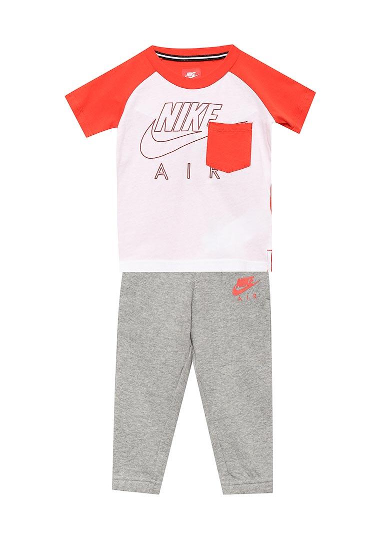 Спортивный костюм Nike (Найк) 76B952-042